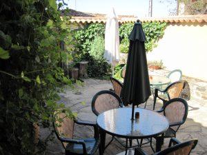 Alojamiento arribes del duero carva chiquita for Barbacoa patio interior